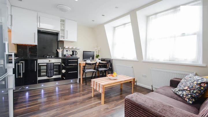 Fabulous 2 Bed Flat next to Westfield