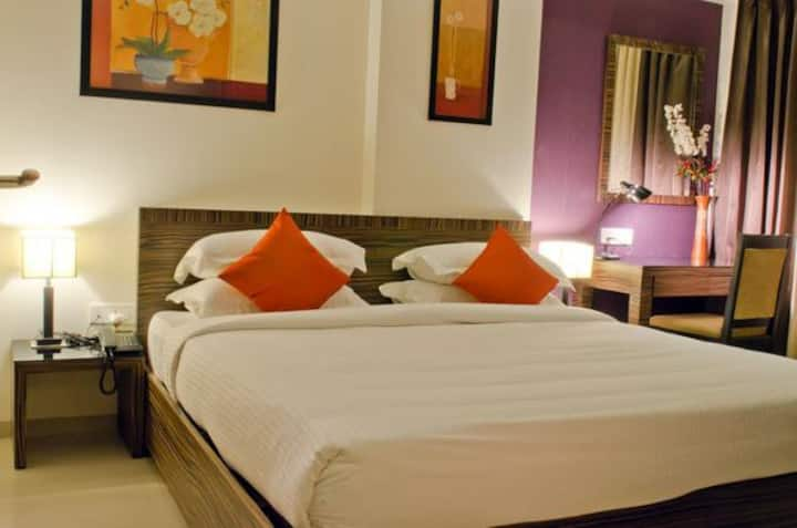 Furnished apt in Pune with king bed for 2 guests
