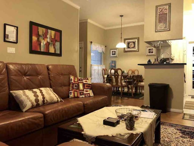 PERFECT LOCATION-private 2BR condo in North Dallas