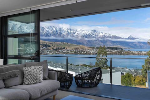 Modern Queenstown Apartment & Great Lake Views!!!
