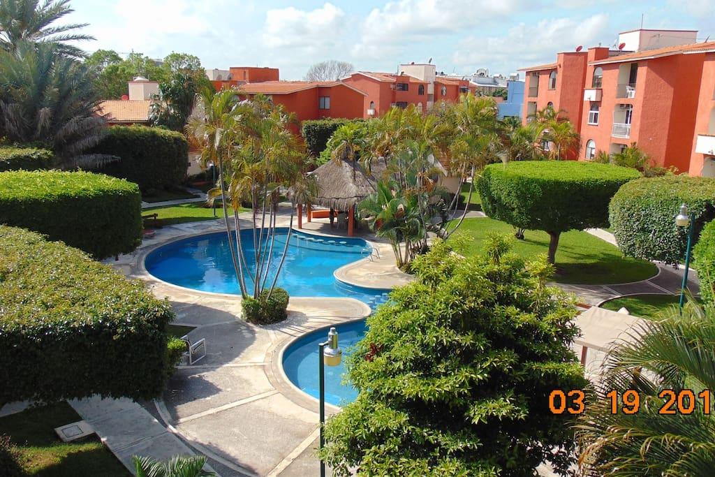 Vista aérea del condominio/aerial view of the condominium