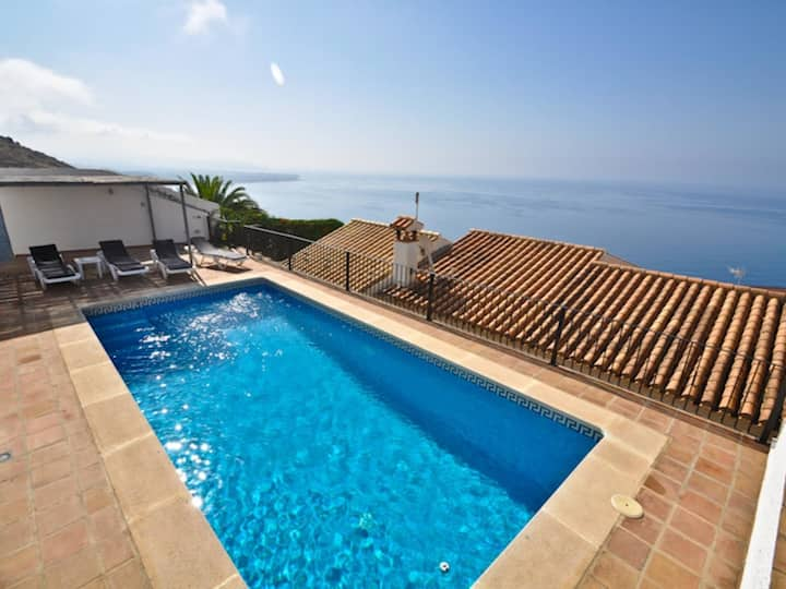 Beautiful villa with 3 bedrooms, 2 bathrooms, private pool and wonderful views