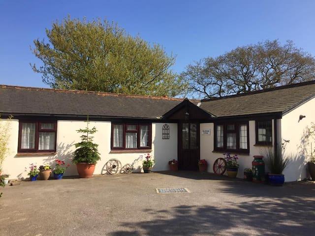 Two bedroom cottage/bungalow - Birdham - Bungalou