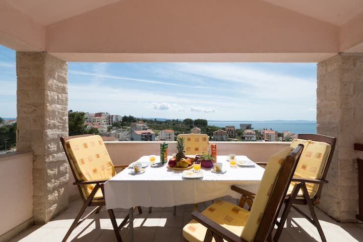 Sunny apartment with big private terrace/ seaview