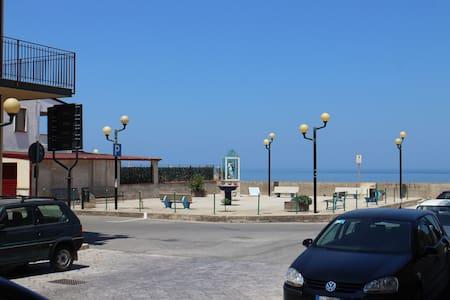 50 metri dal mare, spiaggia libera - Villa Margi - Condominium