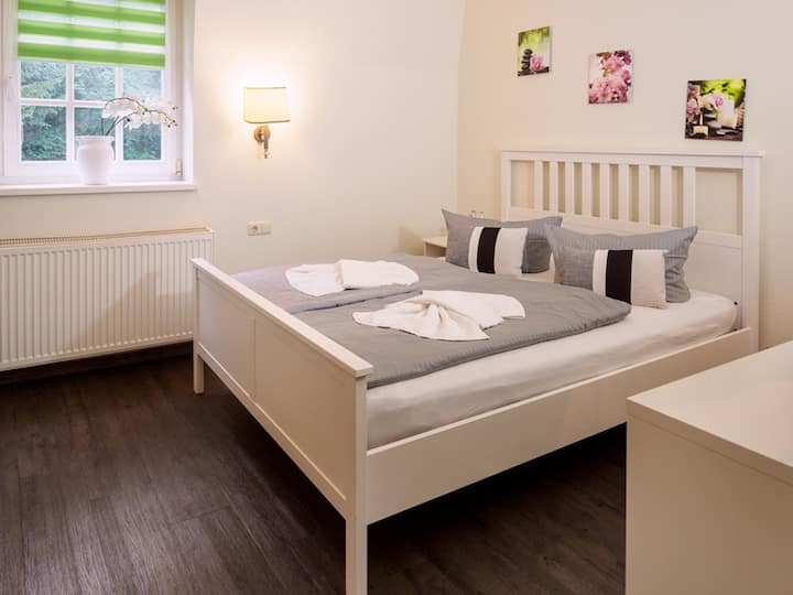 Gemütliches Doppelzimmer mit Frühstück und WLan