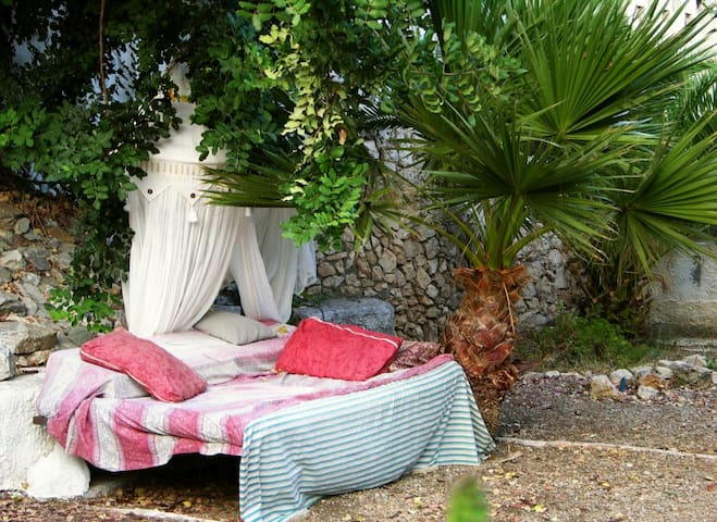 Summer bed for dreamers