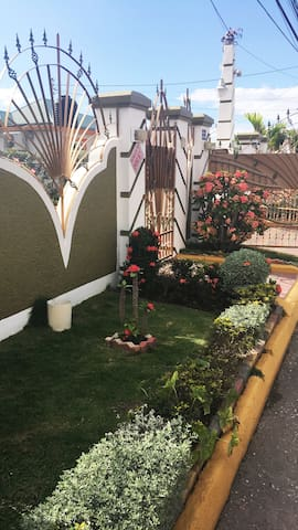 Fully air conditioned luxury 1 BR, hot tub B/ROOM