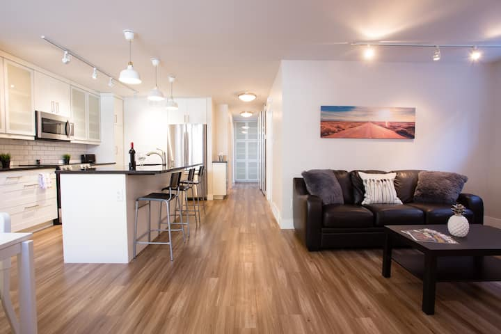 ★ Luxury Modern 2BR Condo in Osborne/W Parking A++