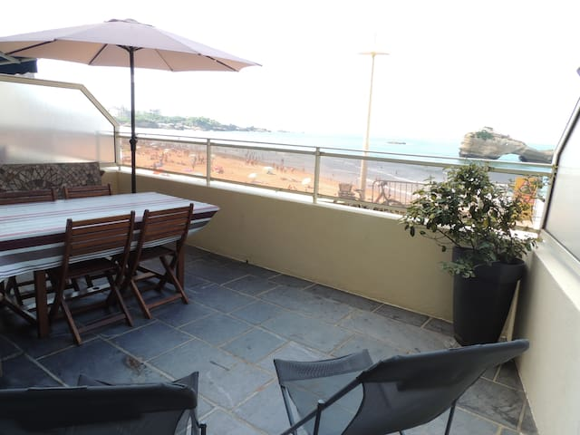 Vue mer : T2 avec grande terrasse