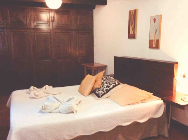 Private room 2 beds with en-suite 2min Arch street