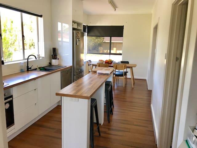 New Reno- Cooks Kitchen, Amazing Bathroom! - Mount Gambier - บ้าน
