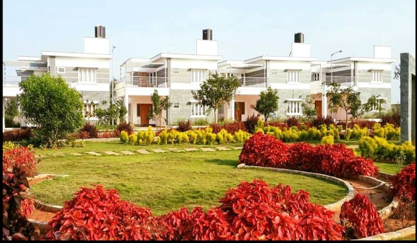 Luxurious villa Near Electronic City:Sweet Home
