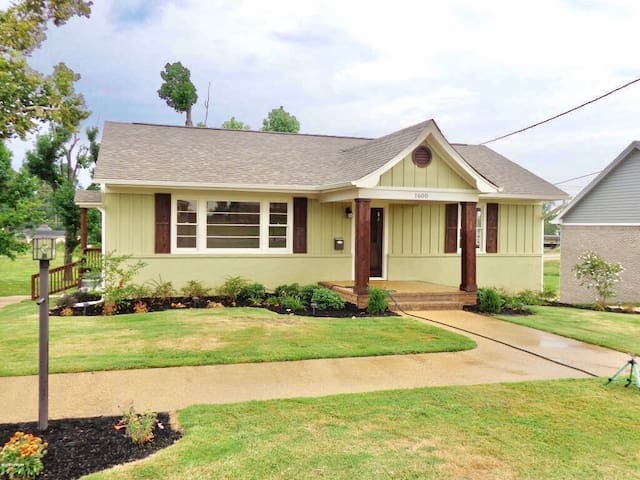Cozy 2 bed, 1 bath located in heart of Tupelo. - Tupelo - House