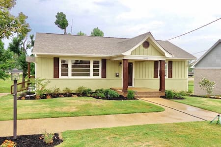 Cozy 2 bed, 1 bath located in heart of Tupelo. - Tupelo - Maison