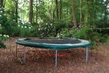 Heerlijk springen op deze grote trampoline