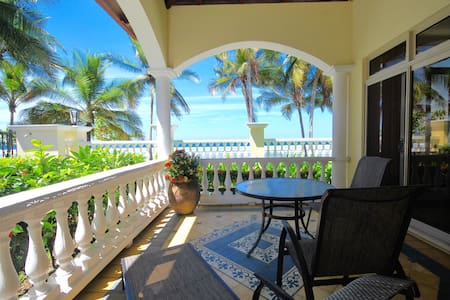 Beachfront Residence in the Center of Jaco JBV3