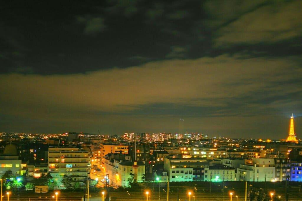 Magnifique vue sur tout Paris, tour Eiffel et la défense, à partir de toutes les pièces de l'appartement