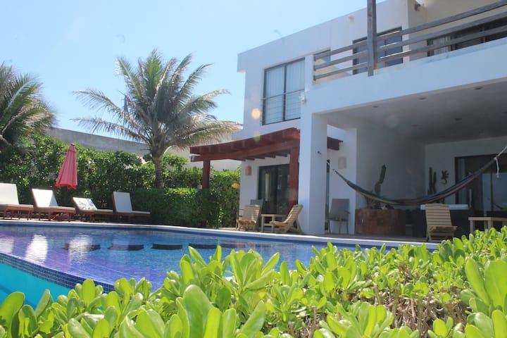Quiet Oceanfront Villa With Spectacular View