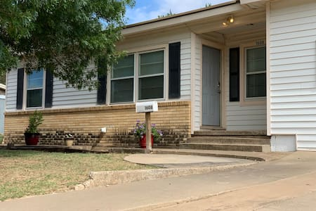 T&L Kentucky- Spacious 4 Bdr near Howard College