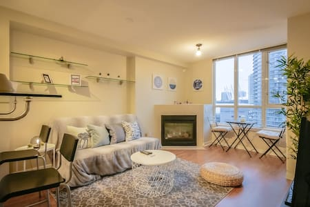 1 BDR&Sofabed Vancouver Home with Supreme View