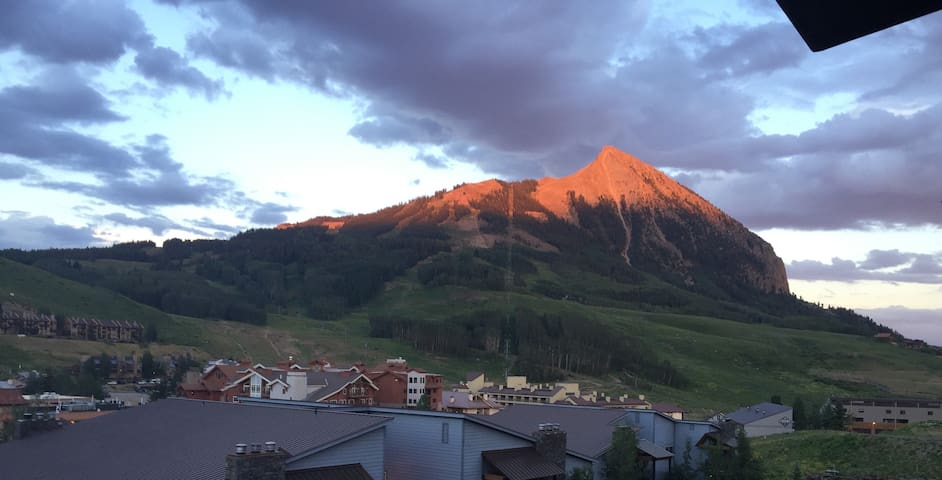 Affordable Mtn Condo with Views & Close to Slopes!