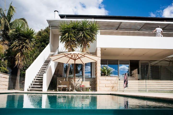 Villa Contemporary Balmoral Ave