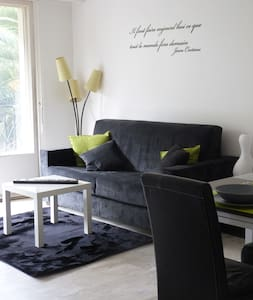 Studio de 32 m² à 150 m de la mer –WIFI et CLIM - Menton - Apartment