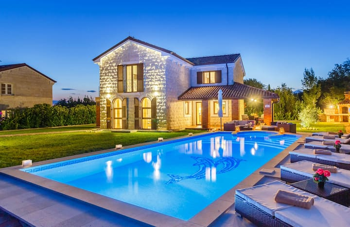 Villa KAMENICA with indoor pool and sauna