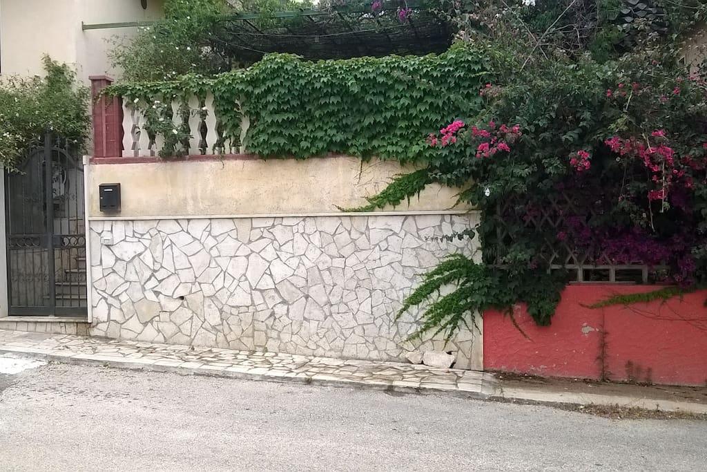 Ingresso della casa La Pergola: Via Eolie