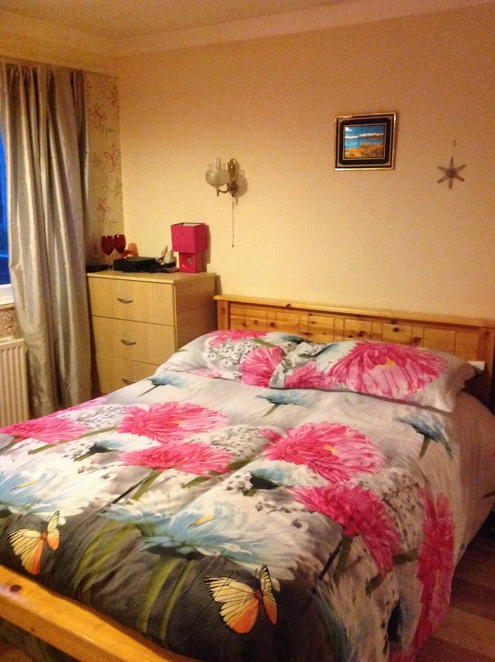 Double room walking distance to railway station