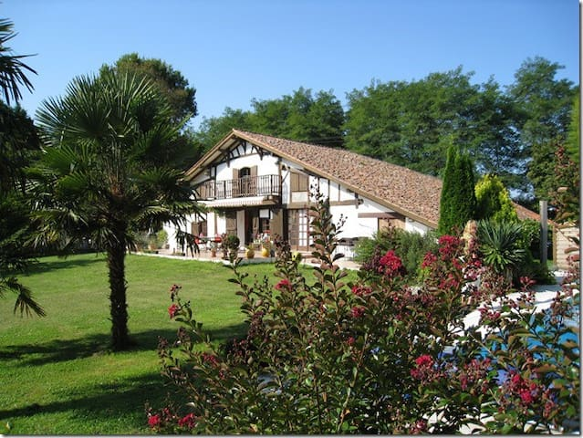 "LAHARGOU, Chambre d'hôtes ""Lagoon"" - Orx - ที่พักพร้อมอาหารเช้า"