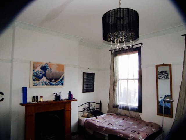 Cozy room in beautiful Darlinghurst, inner-city - Darlinghurst - House