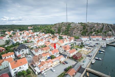 Bo mitt i Grebbestad - strandpromenaden - Tanum V