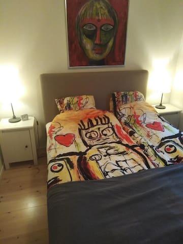 Soveværelse 1 - dobbeltseng væk fra haven
