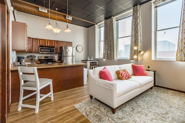 ❆Stylish/Elegant Loft In Historic Downtown Icon!❆