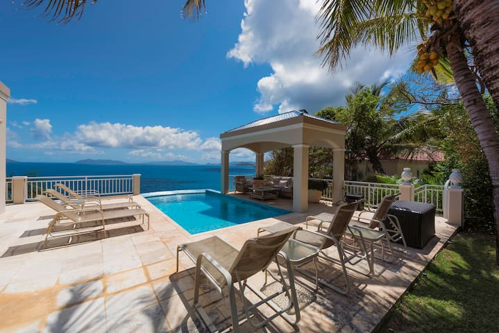 Views, Breezes and Tranquility awaits - Northside - Villa
