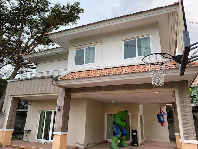 Baan Ngam Charoen 5 Home