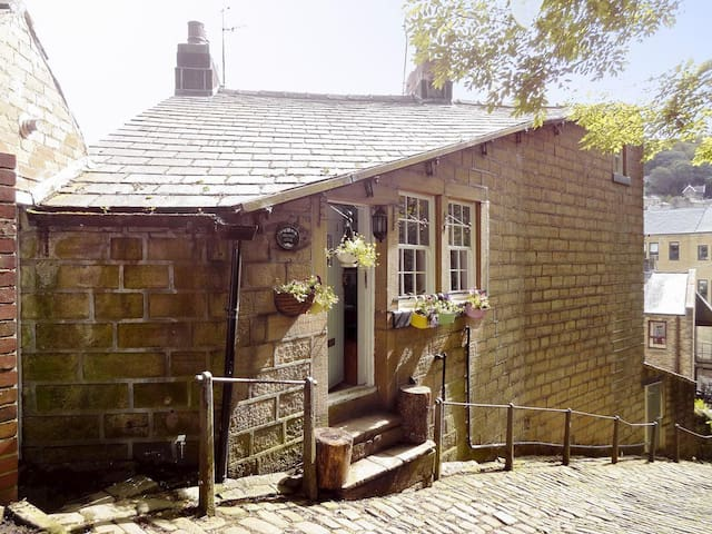 Birkenhead Cottage (UKC2788)