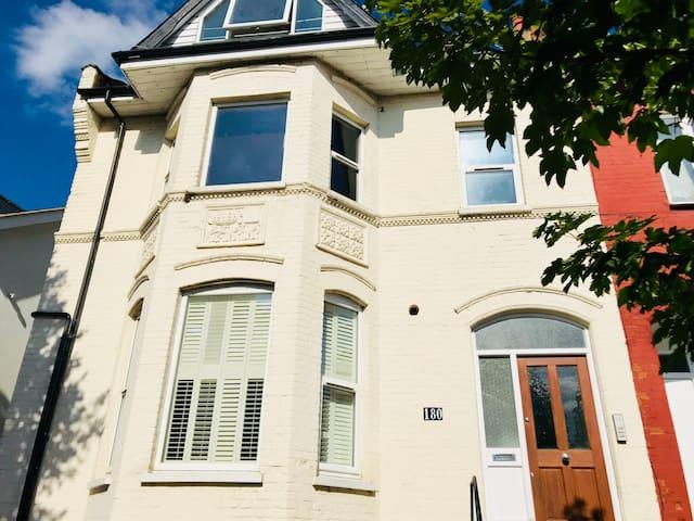 London Victorian Studio Flat/Loft Muswell Hill