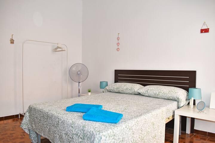 G2 Nice room near Alacant-Terminal, wifi
