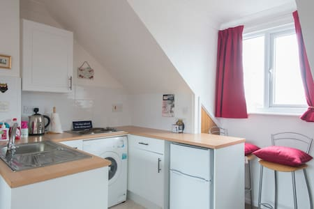 City centre studio & secure parking - Apartment