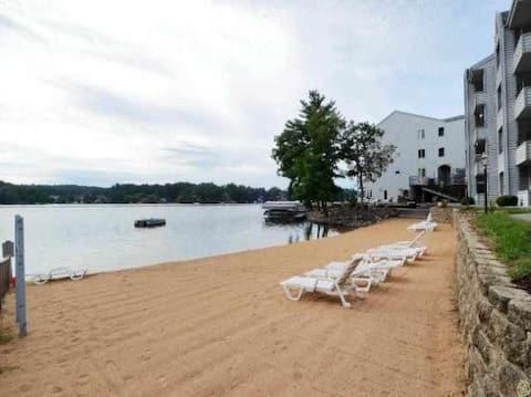 SHARP Beachfront Condo, Newly Remodeled, Jacuzzi