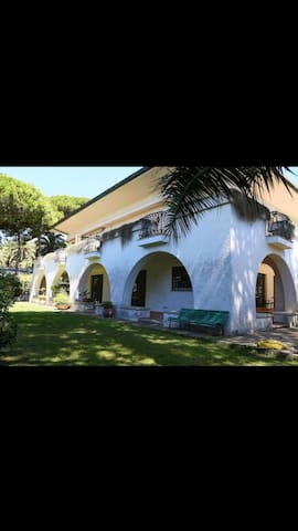 Luxury villa and big garden 1 min from the sea