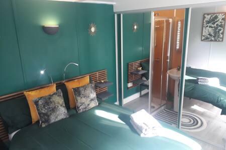 Garden Studio/pod/En-suite/Nottingham free parking