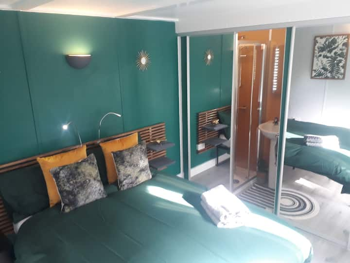 Garden Studio/pod/En-suite/Nottingham/parking/