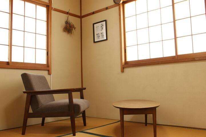 寝室としてもお使い頂ける和室     お布団2組 Japanese tatami room  2 huton