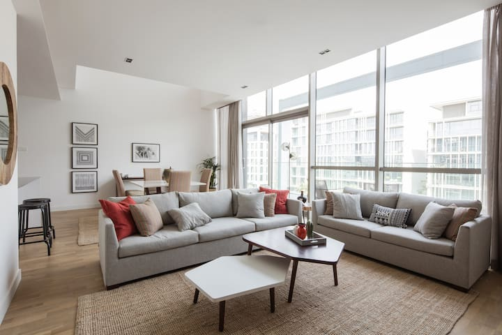Light and Luxurious 2 BR Duplex in City Walk