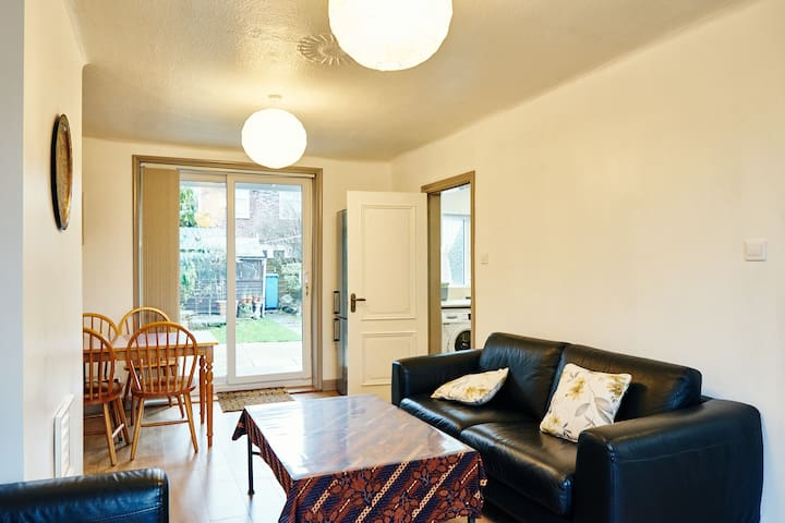 Simple Home Sleeps 5 by Velodrome - Manchester - Talo