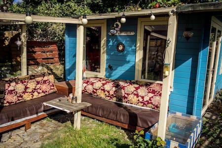 Cosy Gloucester Road cabin - Bristol